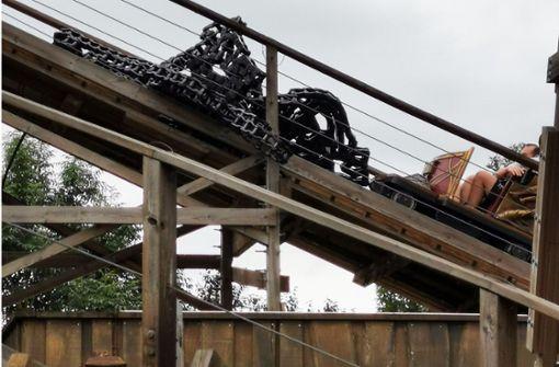 Kette gerissen – Holzachterbahn muss gestoppt werden