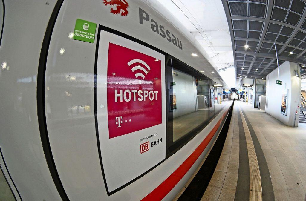 In allen Fernzügen soll den Fahrgästen der Deutschen Bahn bis zum Jahr 2021 kostenfreies WLAN zur Verfügung stehen. Foto: dpa