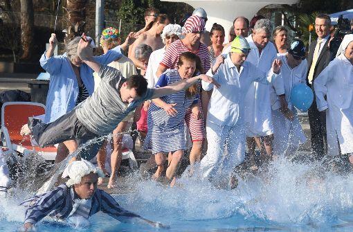 Die Freibadsaison hat begonnen – bei acht Grad Celsius
