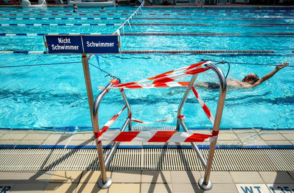 Schwimmen ist derzeit nur eingeschränkt möglich wie hier im Freibad Möhringen Foto: Lichtgut/Leif Piechowski