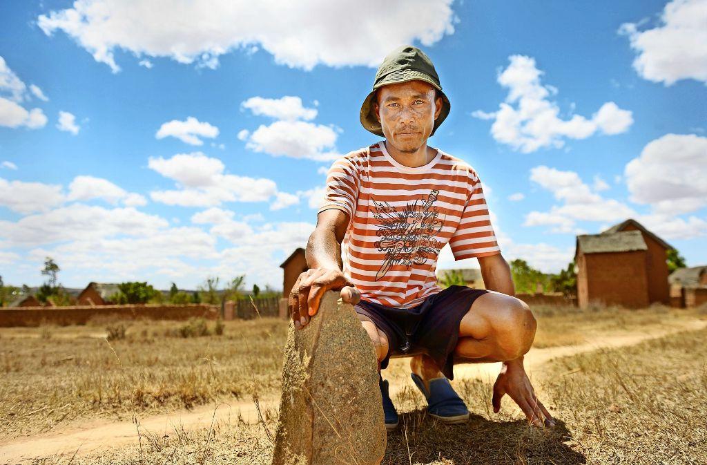 Solofo Marc Randriamasy befürchtet, dass er sein Land und sein Heim und damit seine Existenzgrundlage verliert. Foto: Misereor/Florian Kopp