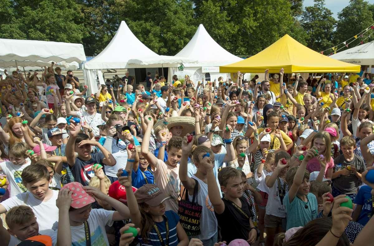 So eng ging es bei der Kinderspielstadt Stutengarten 2019 zu. Foto: Lichtgut/Leif Piechowski