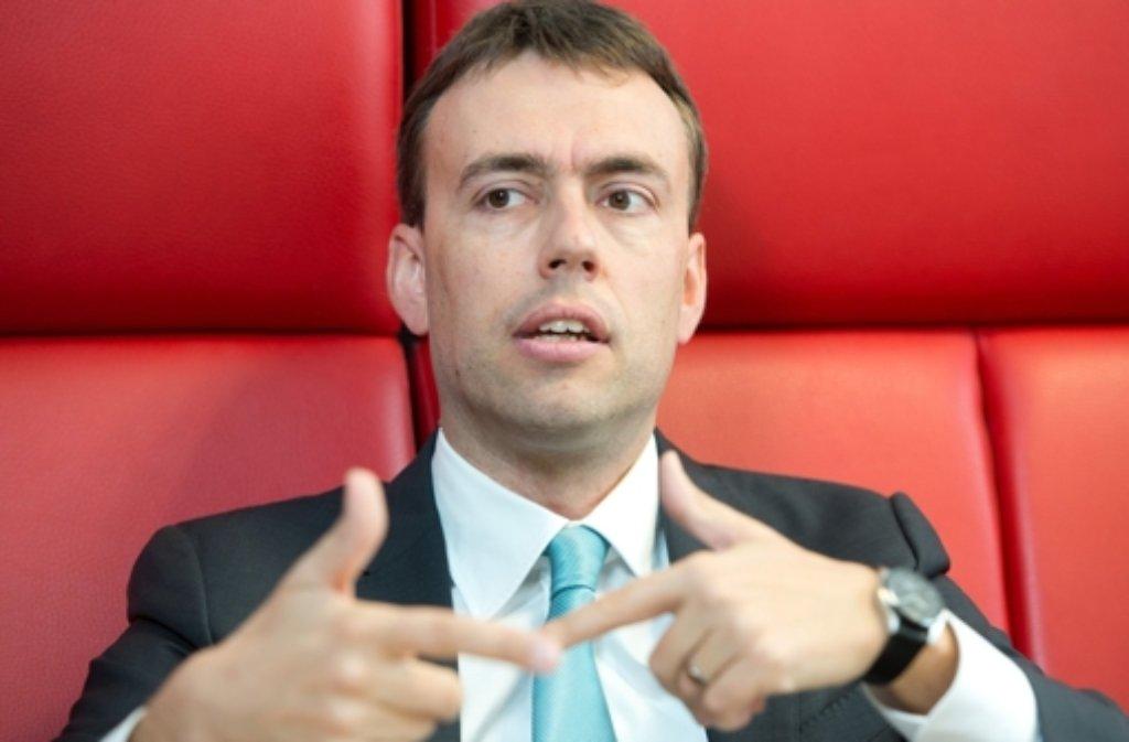 Der baden-württembergische Finanzminister Nils Schmid hat angekündigt, weitaus weniger Lehrerstellen zu streichen als ursprünglich geplant. Foto: dpa