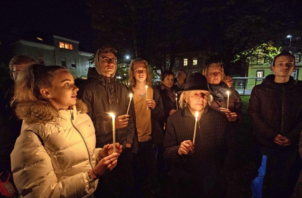 Erinnerung mit Kerzen an ein dunkles Kapitel der Stadtgeschichte. Foto: /Michael Steinert