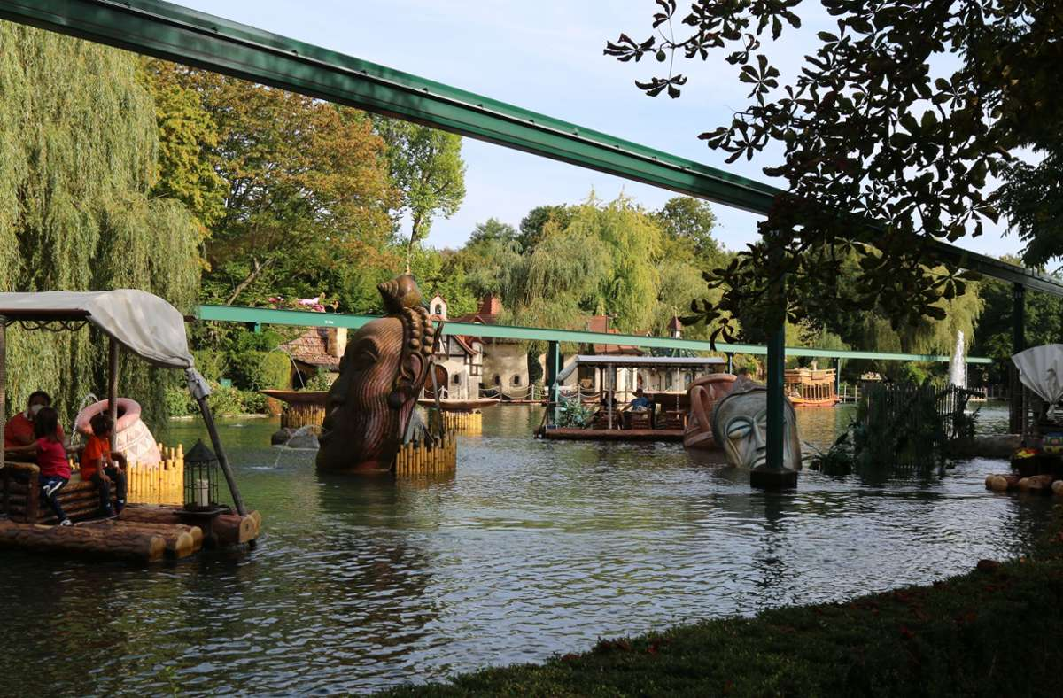 Besucher während einer Floßfahrt im Europapark Rust (Archivbild). Foto: Europapark/Rust