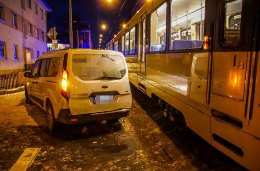 Ford kollidiert mit Stadtbahn – 12.000 Euro Schaden
