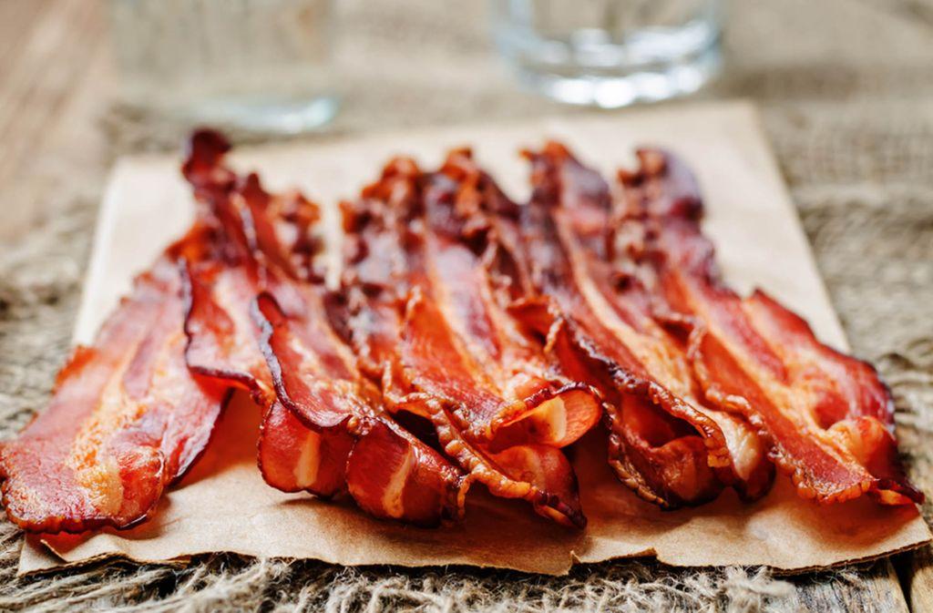 Bacon richtig braten – So wird Speck knusprig Foto: Shutterstock/Nataliya Arzamasova