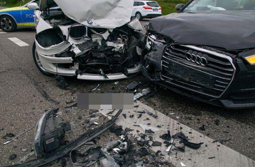 BMW und Audi stoßen zusammen – 28-Jährige verletzt
