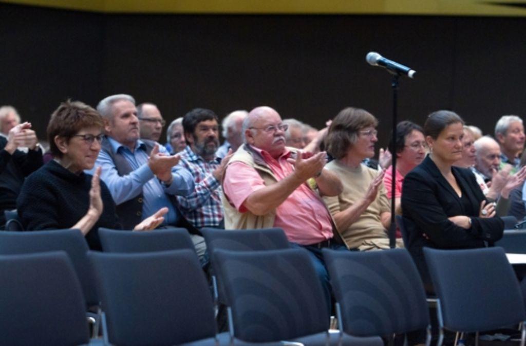Die Gutachten der Stadt Leinfelden-Echterdingen finden bei der Erörterung den Beifall der Zuhörer. Foto: Christian Hass