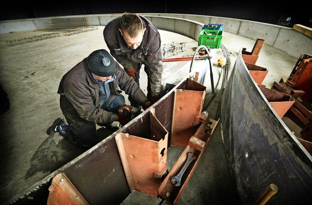 In der ehemaligen Kindererlebnishalle entsteht derzeit der Kanal für das erste Indoor-Fahrgeschäft des Schwabenparks. Foto: Gottfried Stoppel