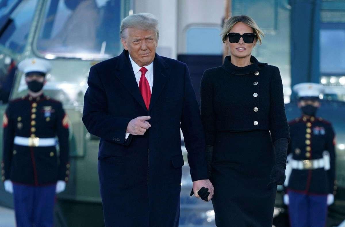 Kurz vor dem Auszug aus dem Weißen Haus sollen sich Donald und Melania Trump noch gegen das Coronavirus haben impfen lassen. Foto: AFP/ALEX EDELMAN
