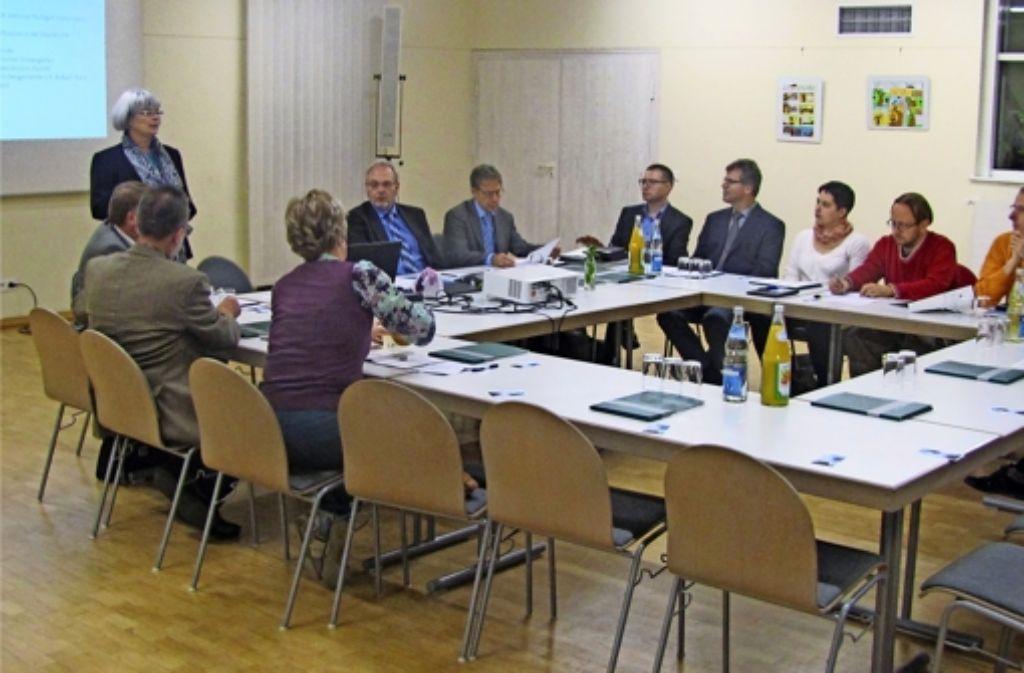 Christiane Reim vom Kirchengemeinderat moderierte die Diskussion über die Zukunft der pallotti-Kirche im Gemeindezentrum Padua. Foto: Cedric Rehman