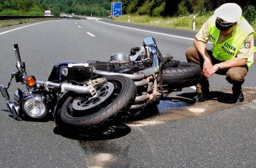 8.11.: Motorradfahrer von VW eingeklemmt