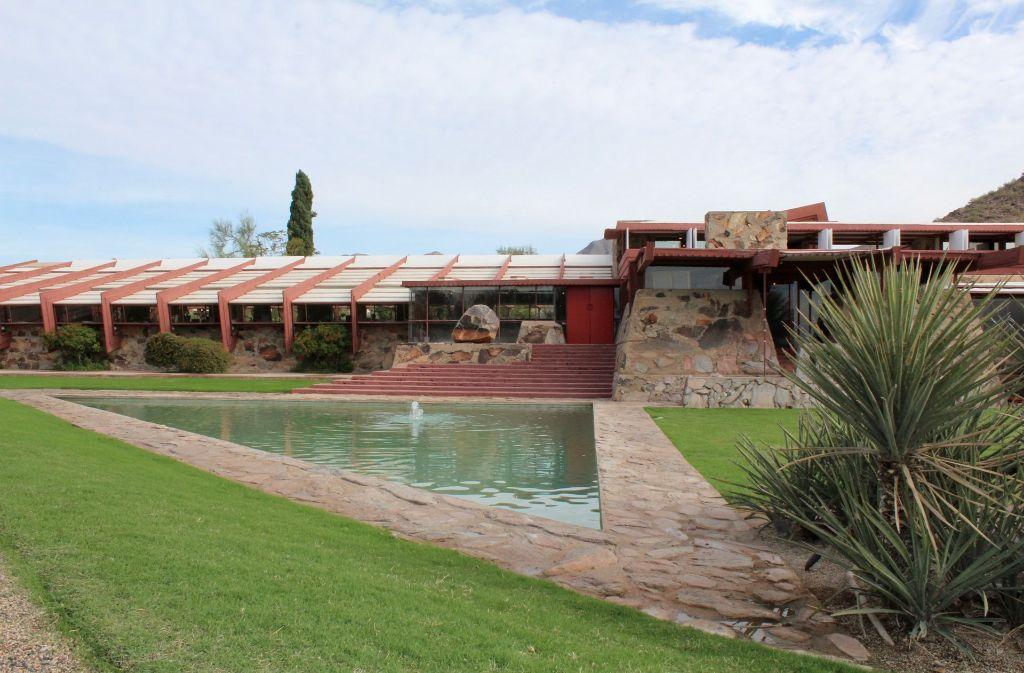 Für sein Haus namens Taliesin West in der Wüste von Arizona verwendete Frank Lloyd Wright lokale Baustoffe – wie Felssteine aus den nahen Bergen. Foto: Susanne Hamann