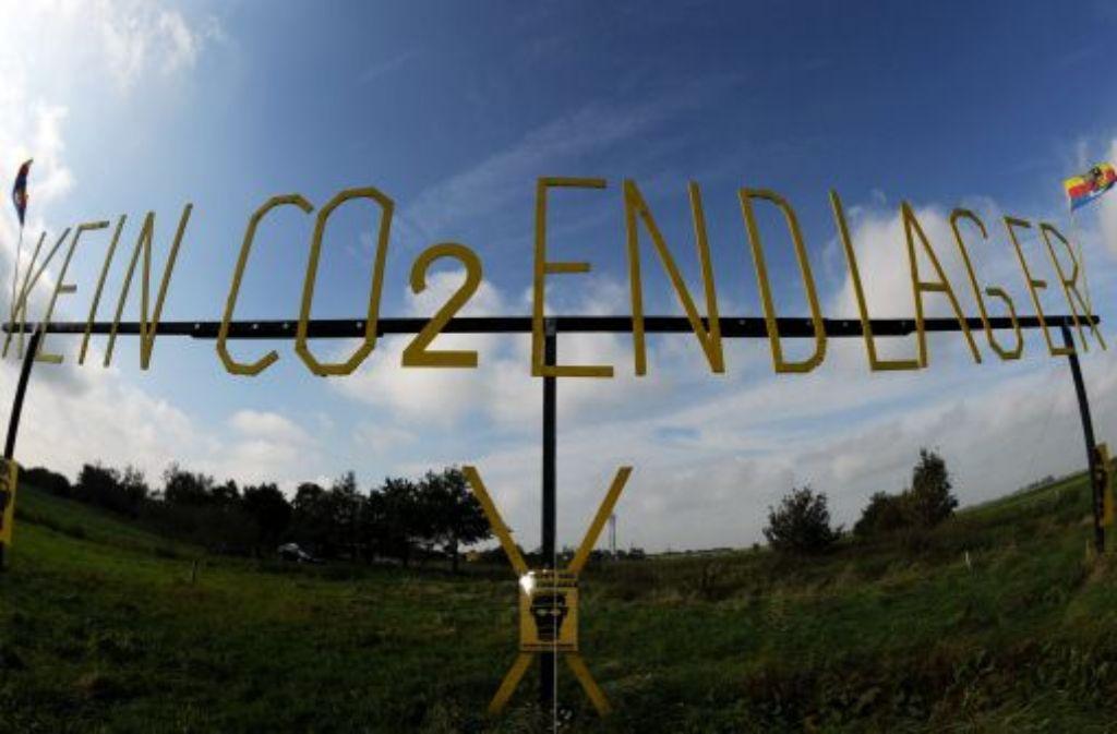 In der Nähe des schleswig-holsteinischen Ortes Hattstedt könnte ein unterirdischer CO2-Speicher gebaut werden, doch es formiert sich Widerstand gegen die CCS-Technologie. Foto: dpa