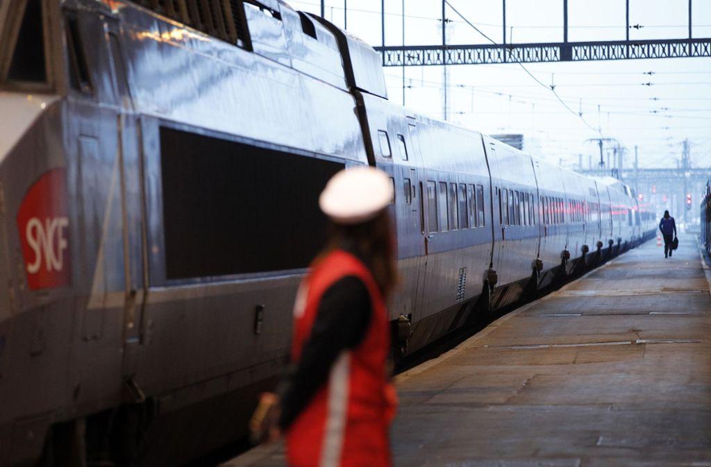 In Frankreich wird bei den Bahnangestellten weiter gestreikt. Dies hat auch Auswirkungen auf den deutschen Bahnverkehr. Foto: AP
