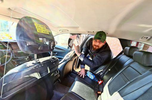 Taxi-Branche schützt sich  mit Plexiglas