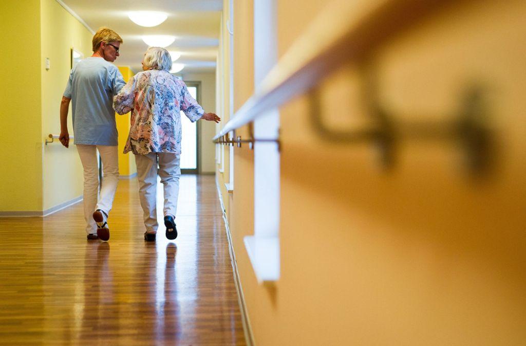 Ziel des Gesetzes ist es, dass  in der gesamten Pflegebranche künftig Tariflöhne gezahlt werden. (Symbolfoto) Foto: dpa