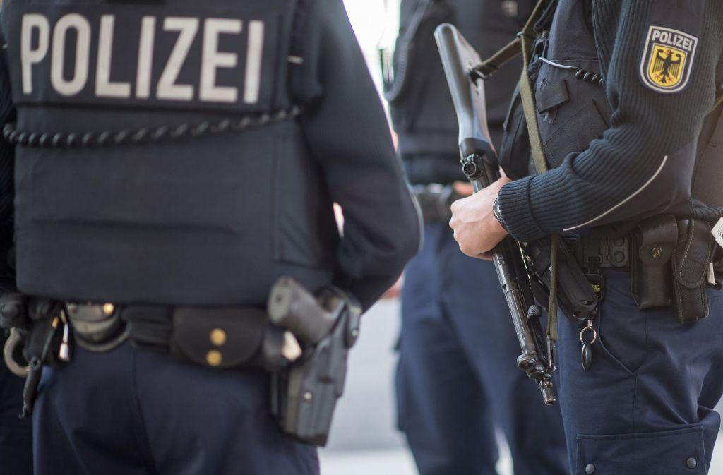 Mit Maschinenpistolen ausgerüstete Polizisten (Symbolbild). Foto: dpa