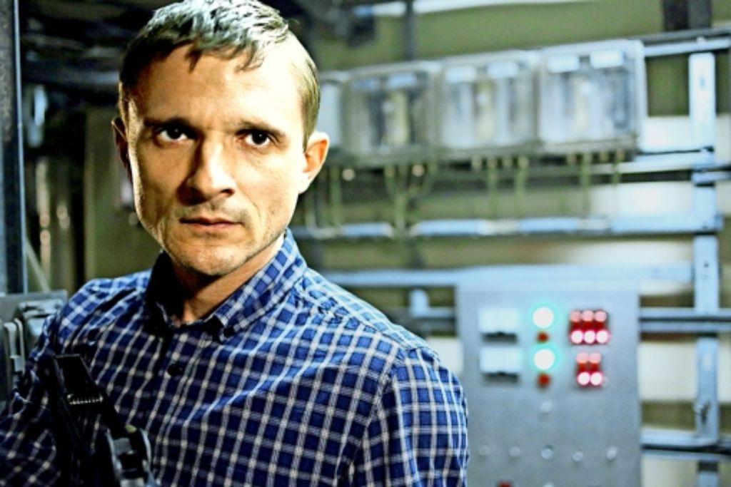"""Im Arte-Thriller """"Tag der Wahrheit hat ein Bewaffneter (Florian Lukas) mit einer Kernschmelze im Atomkraftwerk gedroht. Foto: Arte"""