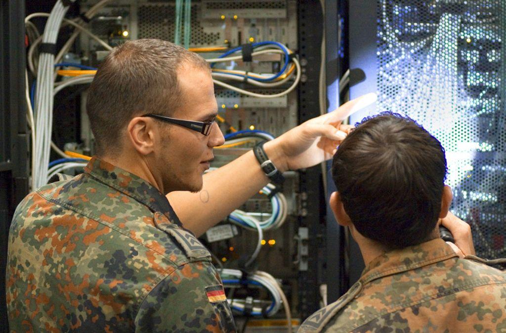 """Verteidigungsstaatssekretär Tauber sieht in der umstrittenen Cyberagentur einen """"echten Edelstein"""". Foto: picture alliance/Decastro"""