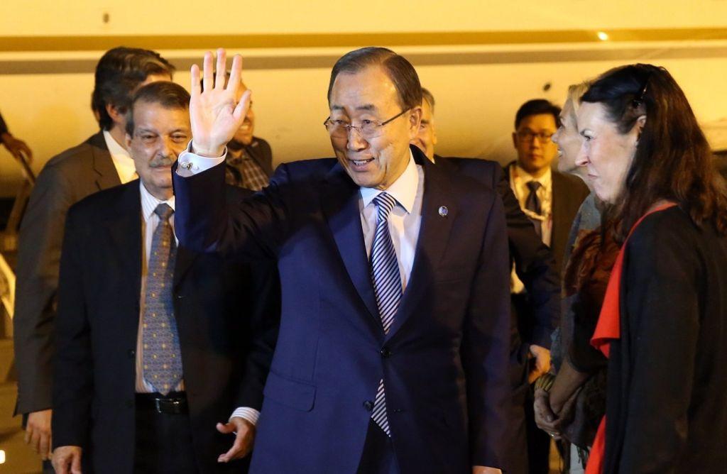 Ban Ki-Moon nach seiner Ankunft in Havanna: Der UN-Generalsekretär gehört zu den hochrangigen Gästen, die zur Unterzeichnung des Waffenstillstandsabkommens auf Kuba gekommen sind. Foto: EFE
