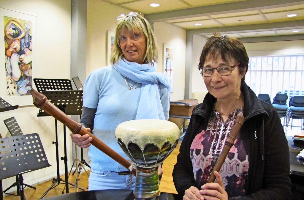 Haben das neue Kooperationsmodell gemeinsam entwickelt: Musikschulleiterin Susanne Götz (links) und die Leiterin des Kindergartens Mühlhalde, Diana Schremmer. Foto: Barner