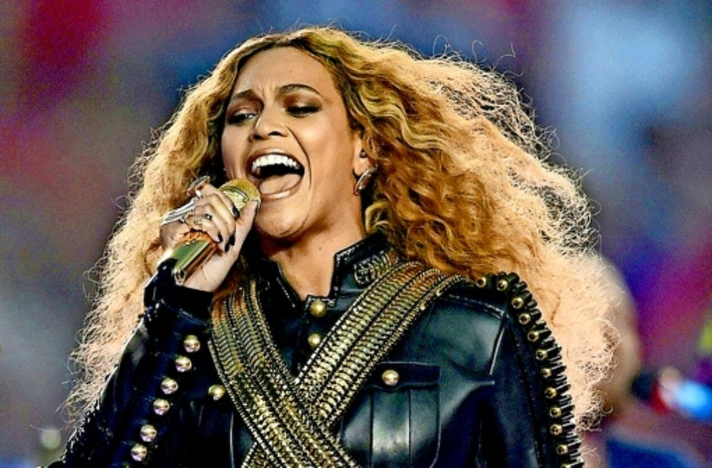 Eine erstklassige Entertainerin und gewiefte Geschäftsfrau: die 34-jährige  Beyoncé hat mit ihrem Mann Jay-Z ein Unterhaltungsimperium aufgebaut. Beyoncé und der Sänger Bruno Mars beim Superbowl. Foto: dpa