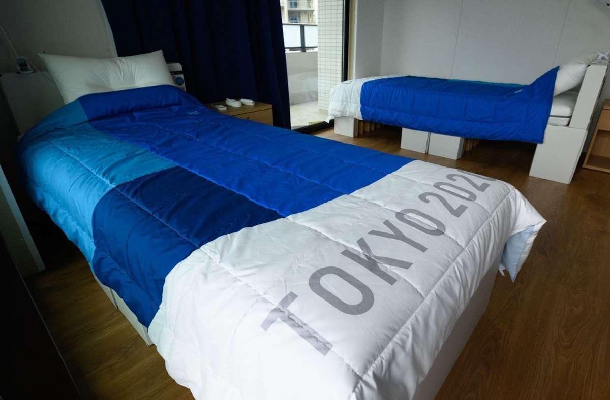 Die Matratzen im olympischen Dorf sind auf Kartons gebettet. Foto: AFP/AKIO KON