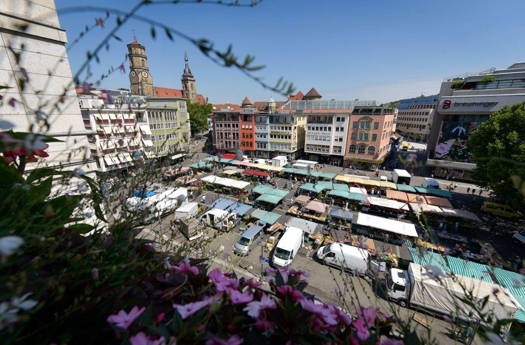 Der Blick aus dem Rathaus auf den Stuttgarter Marktplatz. Foto: Lichtgut/Max Kovalenko