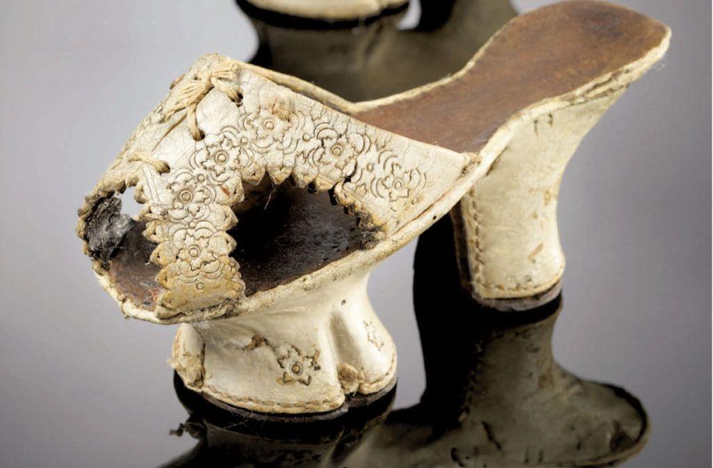 Keine Schuhe für jeden Tag: Chopine aus dem 16. Jahrhundert. Foto: Irmgard Sedler