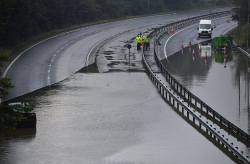 Damm in England droht zu brechen