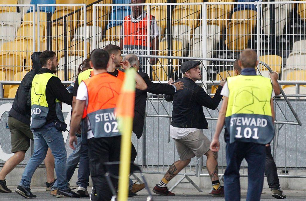 """""""Die neue Hooliganszene ist ganz eindeutig rechts orientiert"""", sagt ein renommierter Gewalt- und Fan-Forscher. Foto: AFP"""