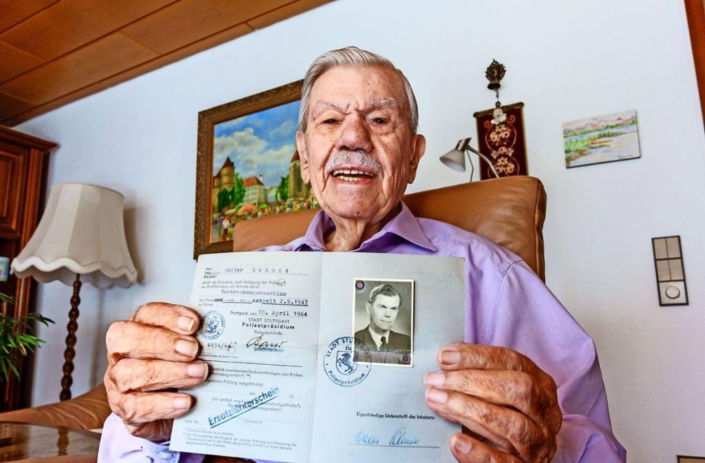Walter Schmid hat seinen Führerschein mit 18 Jahren gemacht.  Das erste Auto von Walter Schmid war  ein VW Käfer wie dieser. Foto: factum/Bach