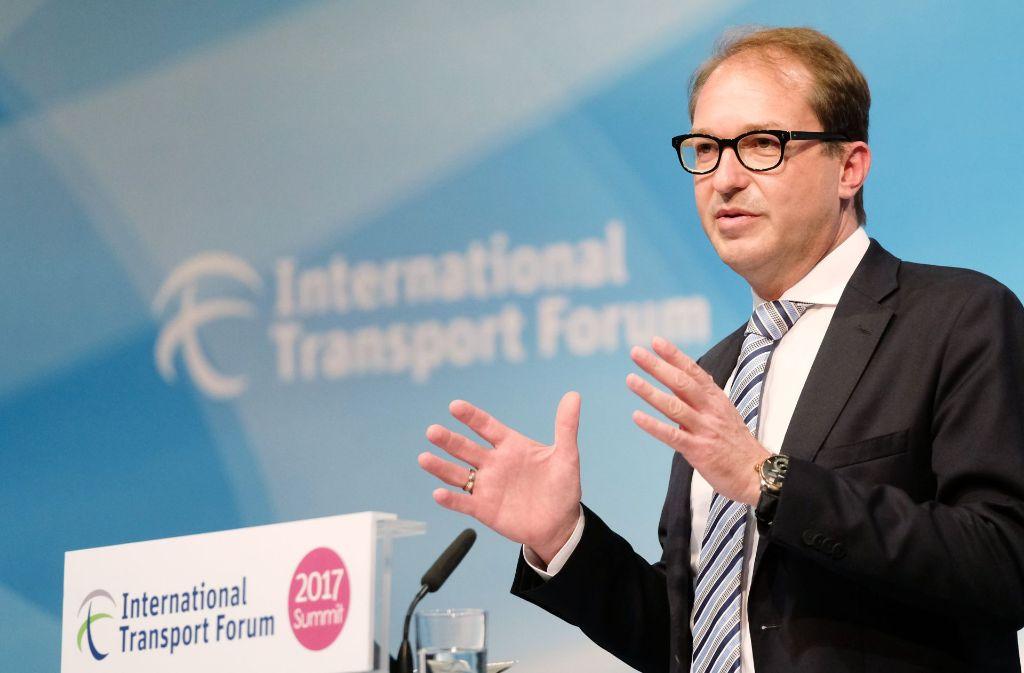 Das Bundesverkehrsministerium von Alexander Dobrindt (CSU) steht der Idee, die Verknüpfung   Neubaustrecke und bestehendem Schienennetz in Wendlingen im Kreis Esslingen zweigleisig und kreuzungsfrei auszubauen, reserviert gegenüber. Foto: dpa