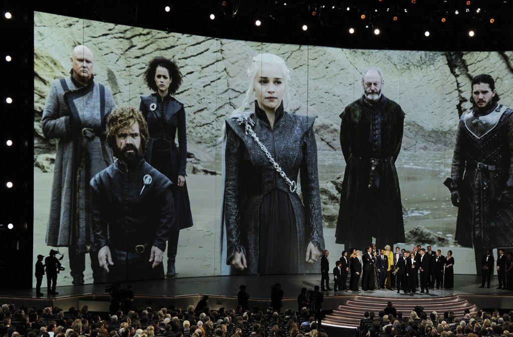 """2018 bei der Emmy-Verleihung fühlte sich die """"Game of Thrones""""-Mannschaft von den Fans noch rundheraus geliebt.  Inzwischen gibt es auch viele gefrustete Seriengucker. Foto: AP"""