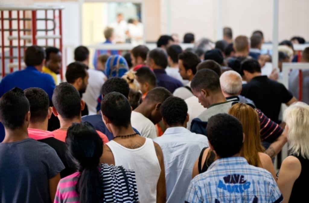 Flüchtlinge könnten bald eine sogenannte Blue Card erhalten.  Foto: dpa