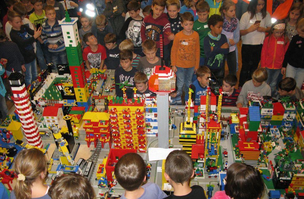 Im Gegensatz zu Leinfelden hat Legofelden einen Hafen mit Leuchtturm Foto: Götz Schultheiss