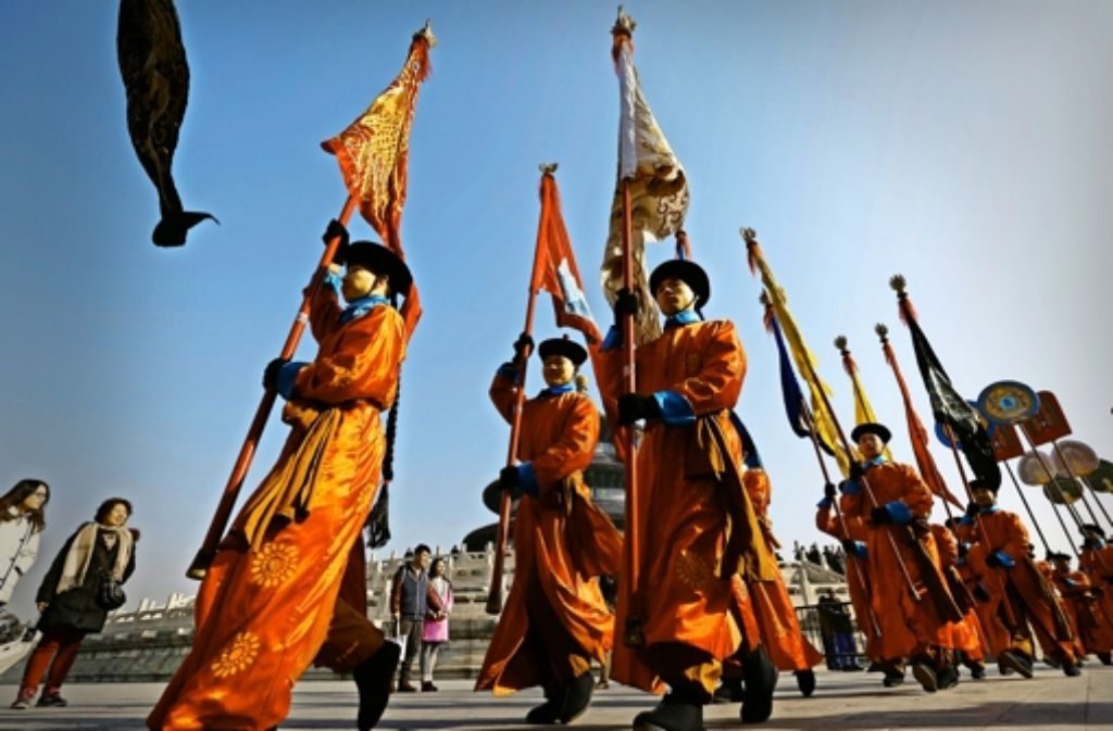 Das chinesische Neujahrsfest bringt immer traditionelle Zeremonien  mit sich – und dieses Jahr  auch einen Babyboom. Foto: dpa