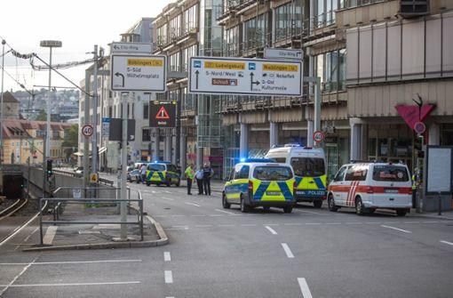 Fußgänger stirbt nach Unfall in Stuttgart-Mitte