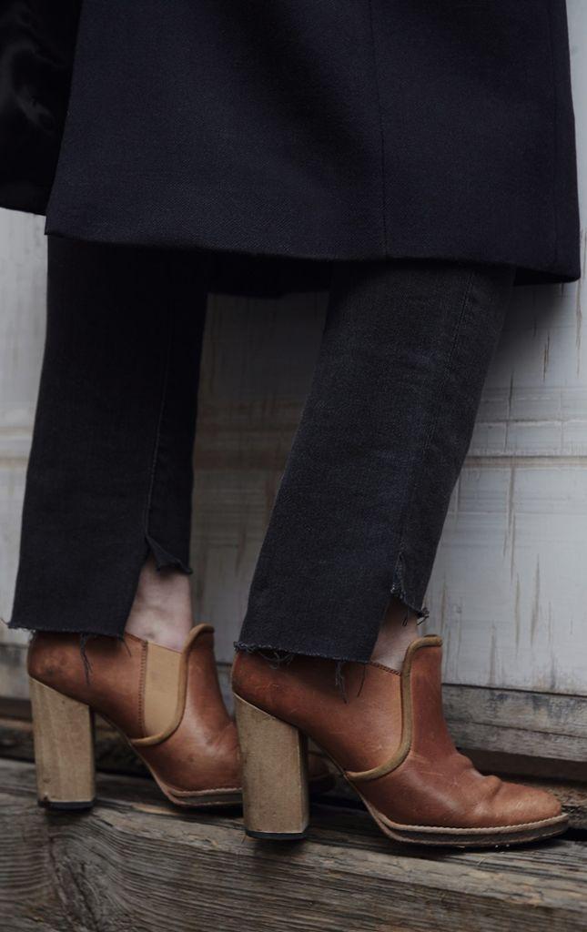 Diese Stiefeletten mit Holzabsatz von Isabel Marant hat Kai online erworben.  Foto: Matthaeus Kalinowski
