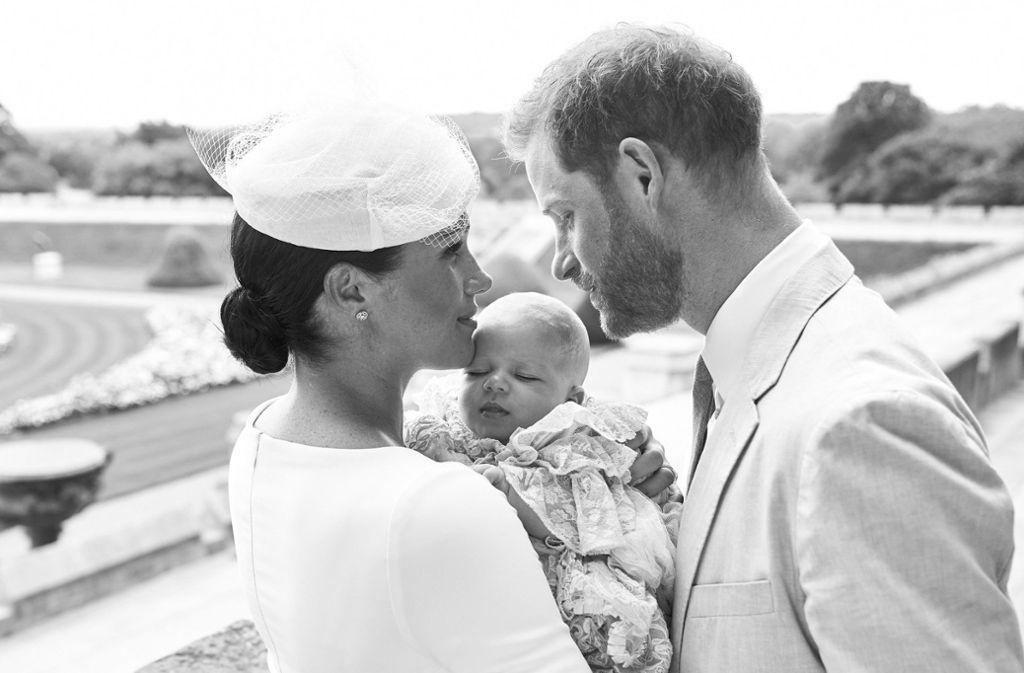 Herzogin Meghan und Prinz Harry verschickten an ihre Fans Dankeskarten. Foto: AFP