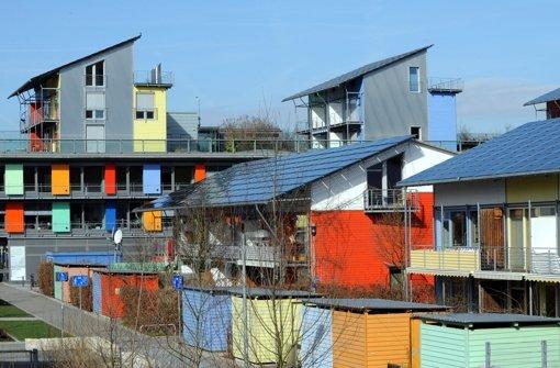 Solarsiedlungen wie in Freiburg gehören zum Konzept der Grünen, das beschert ihnen dort viele Stimmen. Foto: dpa