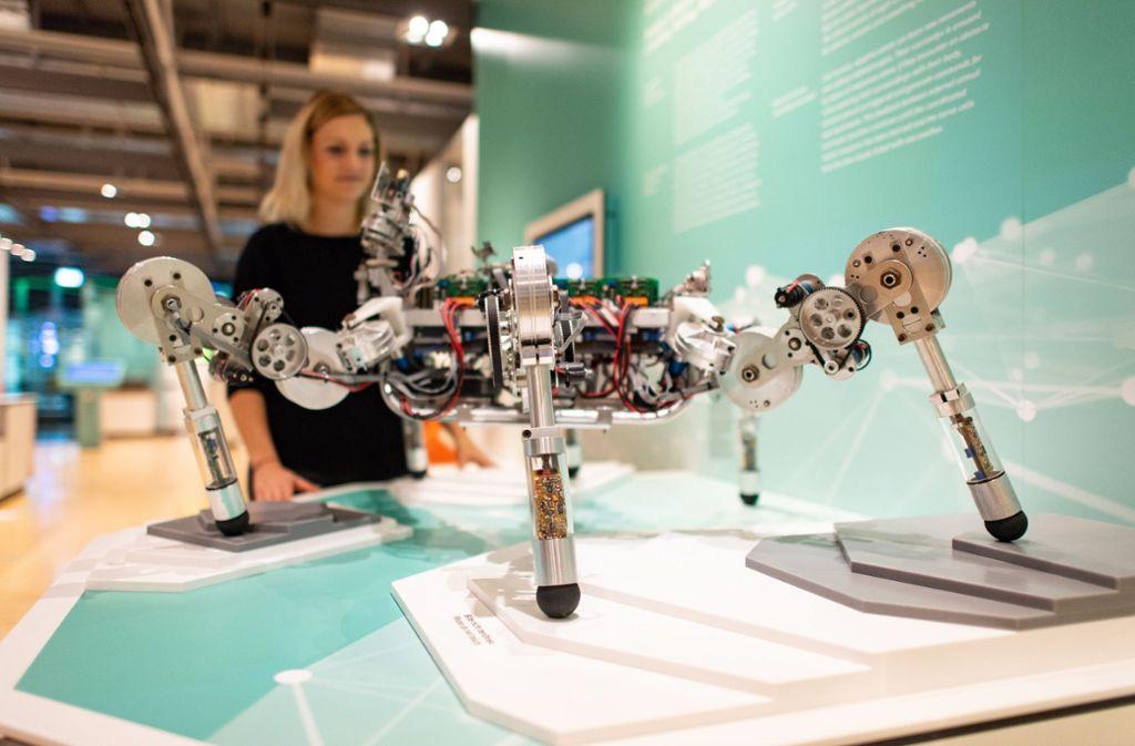 Künstliche Intelligenz ist vielseitig – hier steckt sie in einer spinnenartigen Laufmaschine. Foto: dpa