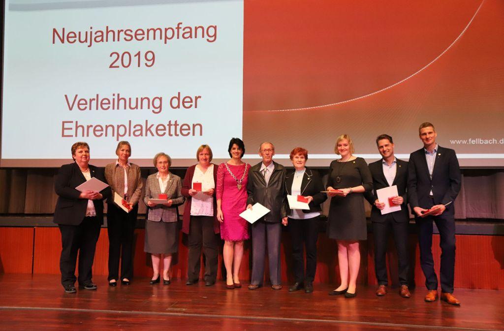 Ehrenplaketten für neun verdiente Bürger der Stadt Fellbach. Foto: Patricia Sigerist