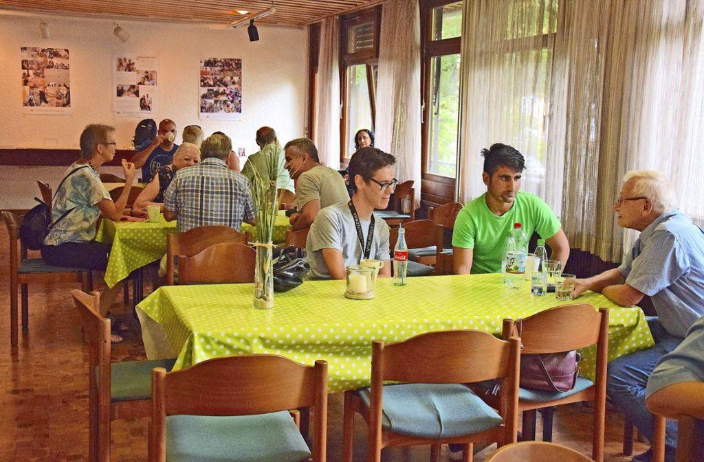 Das Herzstück des Begegnungszentrums ist das Willkommens-Café. Dreimal in der Woche treffen sich dort  Einheimische und Aushäusige, Zugewanderte und Geflüchtete. Jeder ist willkommen. Foto: Petra Mostbacher-Dix
