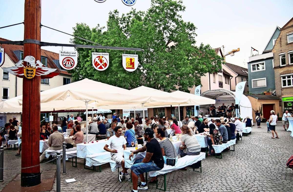 In Bad Cannstatt ist der Abendmarkt längst etabliert. 2015 fand dort die erste Veranstaltungsreihe statt. Foto: Lichtgut/Max Kovalenko