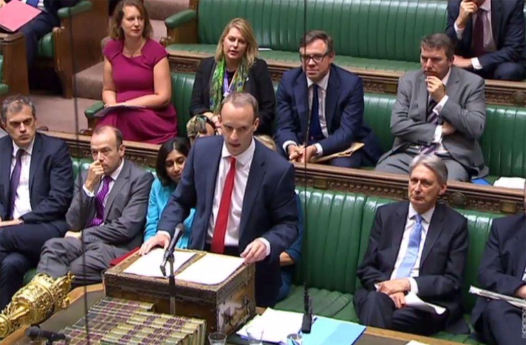 In einer turbulenten Parlamentssitzung hat der neue Brexit-Minister Dominic Raab die Pläne Londons für die künftigen Beziehung mit der EU nach dem Brexit vorgestellt. Foto: AFP