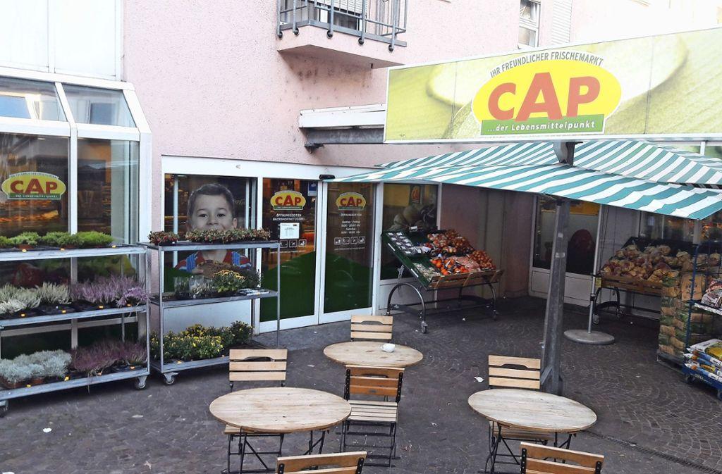 Für die Nahversorgung in Obertürkheim ist der CAP-Markt in der Augsburger Straße von zentraler Bedeutung. Foto: Sebastian Steegmüller
