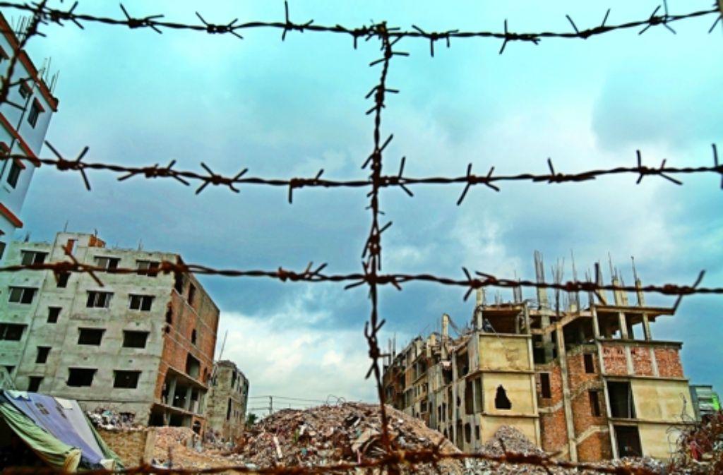 Das Rana Plaza ist indes vollständig zerstört. Foto: dpa